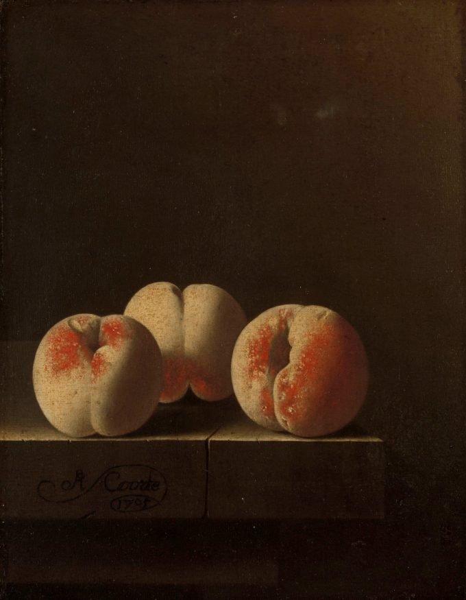 Drie perziken op een stenen plint, Adriaen Coorte, 1705